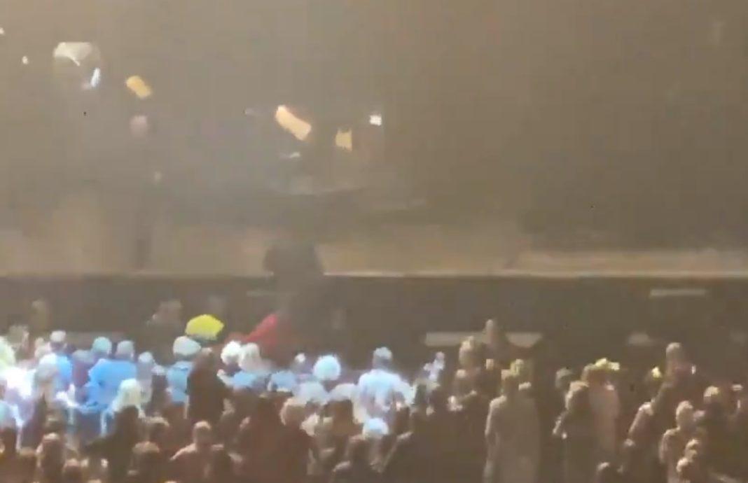 joaquin sabina cae del escenario