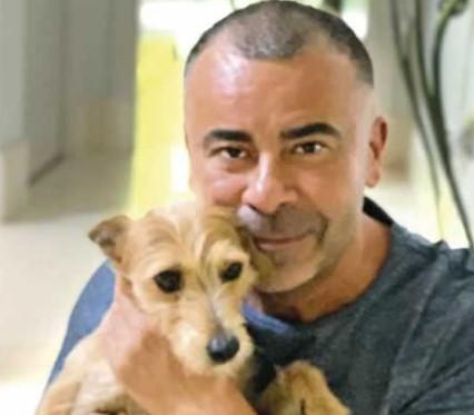 jorge javier Vázquez con su perro