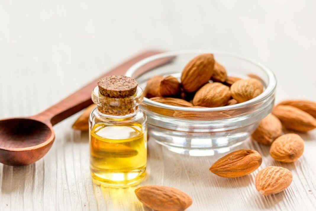 El aceite de almendras, el remedio natural perfecto para tus ojeras