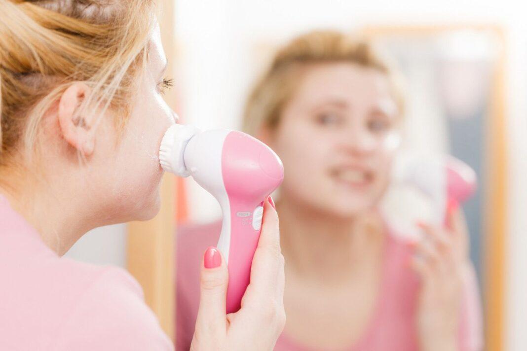 Te enseñamos estos 5 cepillos faciales perfectos para la limpieza y el cuidado de tu piel