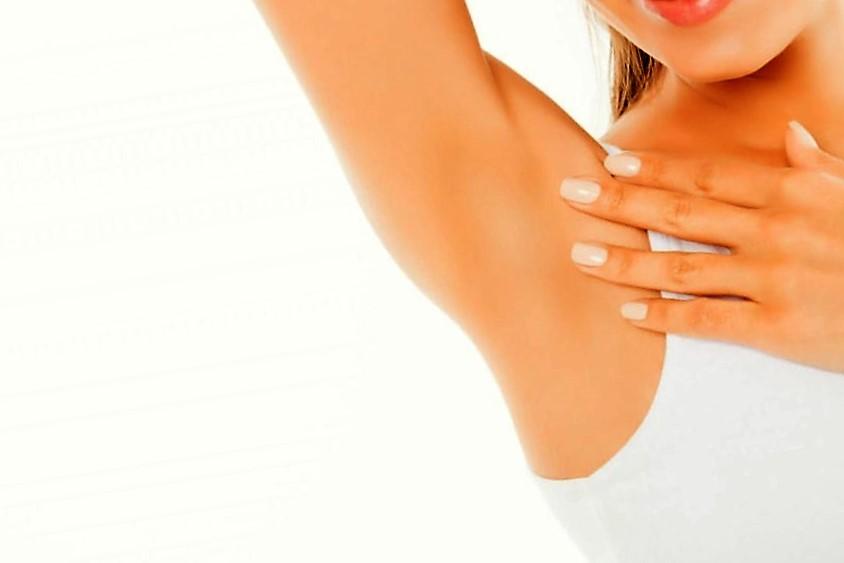 El tratamiento natural para eliminar espinillas en las axilas sin dejar cicatrices en la piel