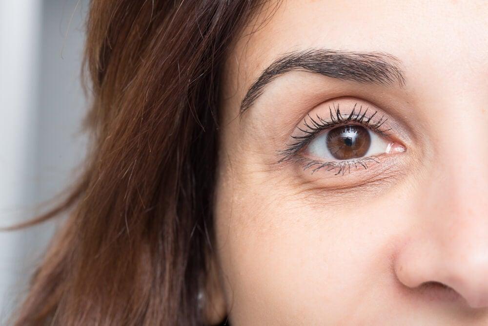 Tratamientos naturales para eliminar las arrugas bajo tus ojos: Clara de huevo, pepino o aguacate